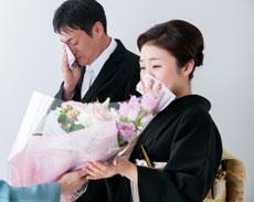 結婚式に出席する両親